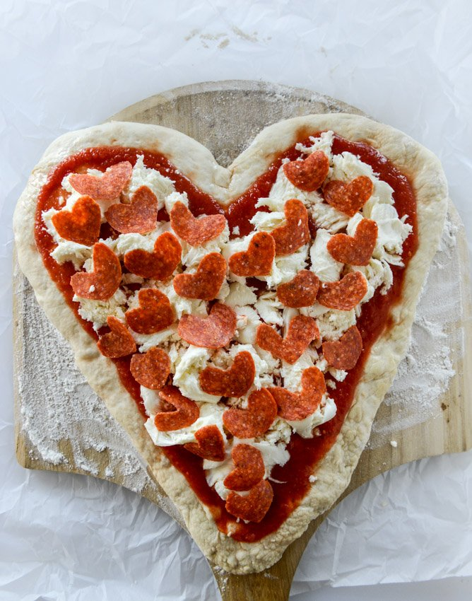 how to make a heart shaped pepperoni pizza I howsweeteats.com