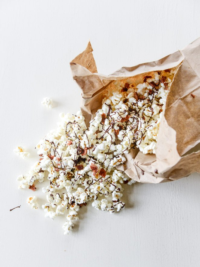 hot pepper bacon popcorn with a chocolate drizzle I howsweeteats.com