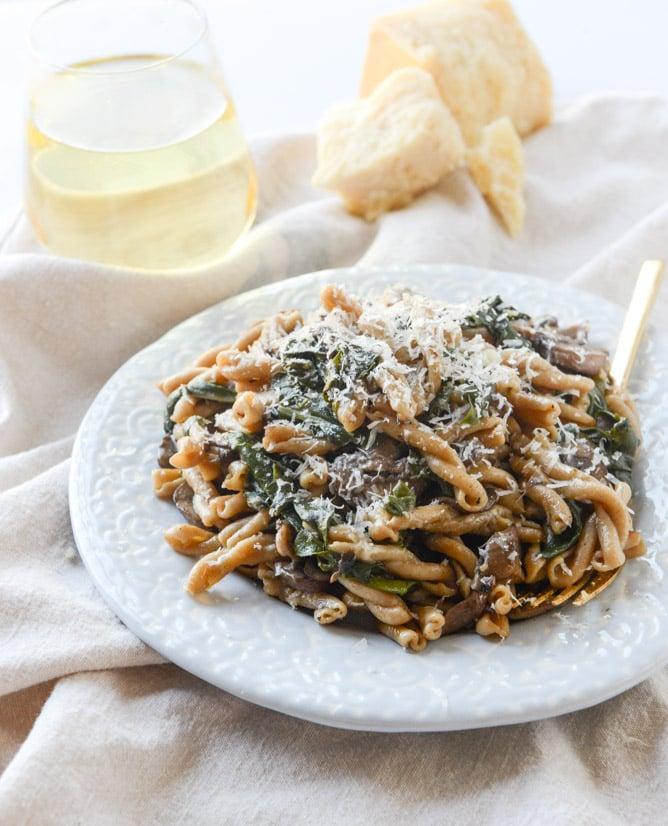 one pot brown butter mushroom pasta I howsweeteats.com