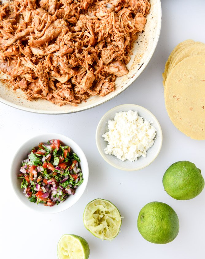 easy weeknight chicken tacos I howsweeteats.com