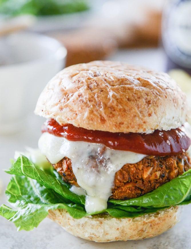 cheesy crunchy crispy chickpea burgers I howsweeteats.com