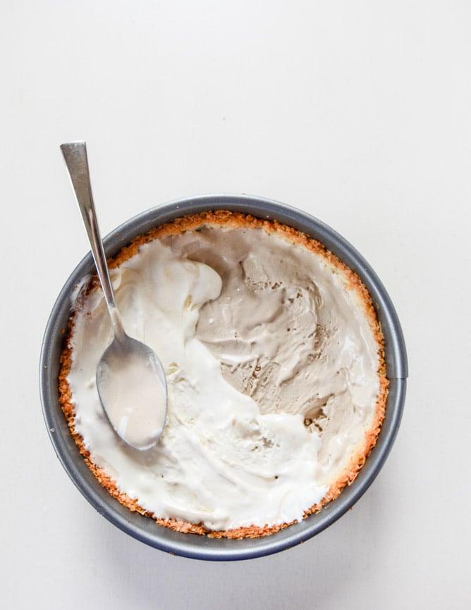 coffee ice cream sundae pie with a macaroon crust I howsweeteats.com