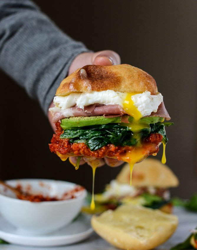 garlicky spinach and avocado breakfast sandwich I howsweeteats.com