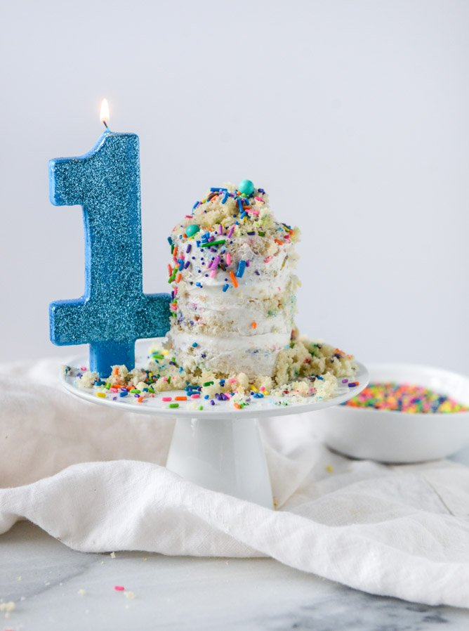 mini sprinkle smash cake I howsweeteats.com