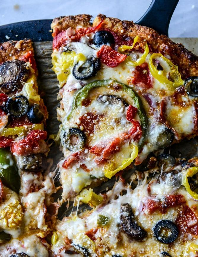 cauliflower crust pizza supreme I howsweeteats.com