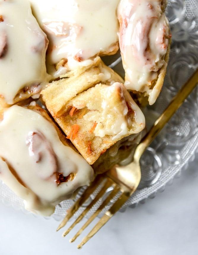 carrot cake cinnamon rolls with mascarpone icing I howsweeteats.com