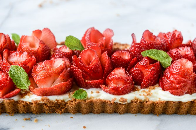 5 ingredient strawberry rose tart I howsweeteats.com