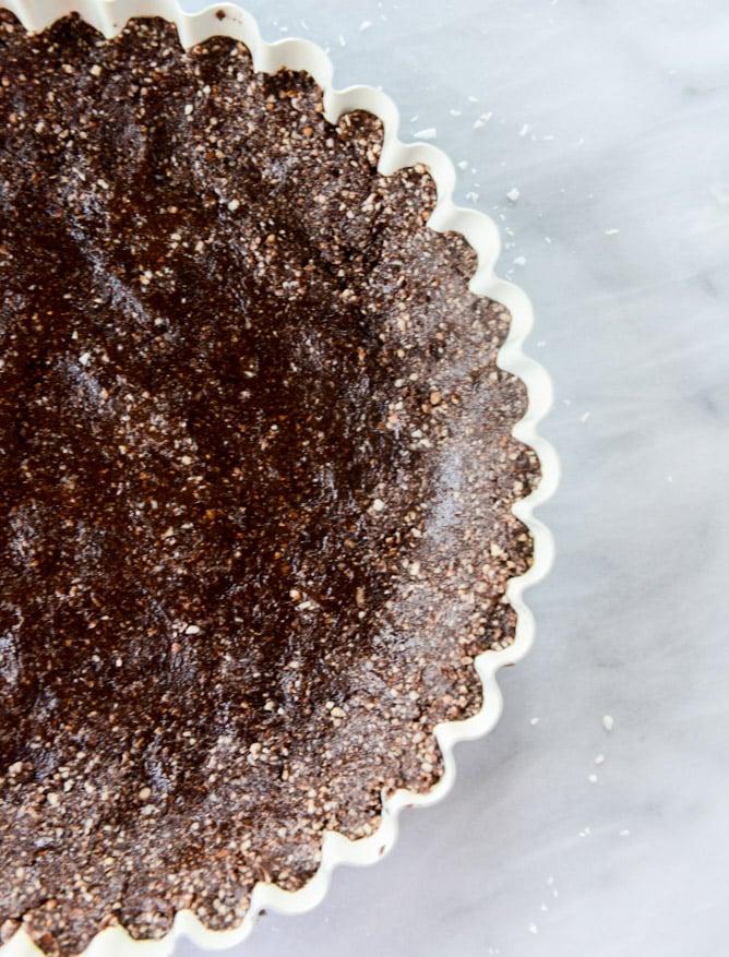 summer fruit tart with chocolate coconut cashew crust I howsweeteats.com
