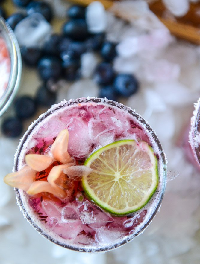blueberry hibiscus margarita punch I howsweeteats.com