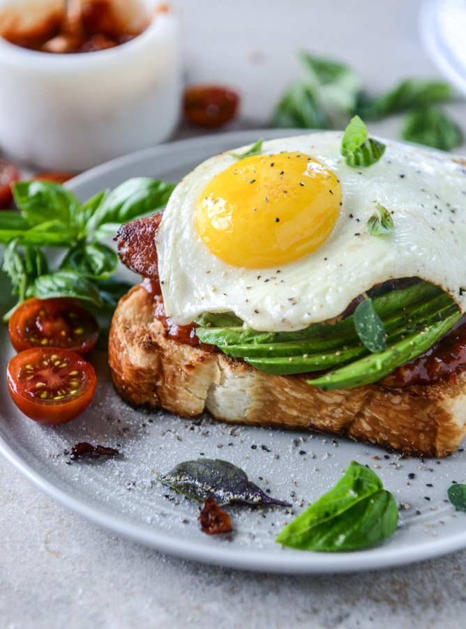 avocado, bacon and egg toast with quick tomato jam by @howsweeteats I ...