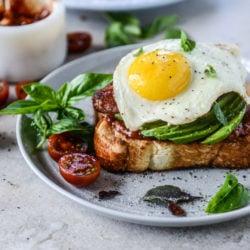 bacon avo egg toast I howsweeteats.com-9