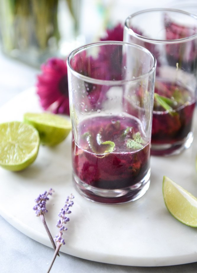 blueberry mojitos with lavender syrup I howsweeteats.com