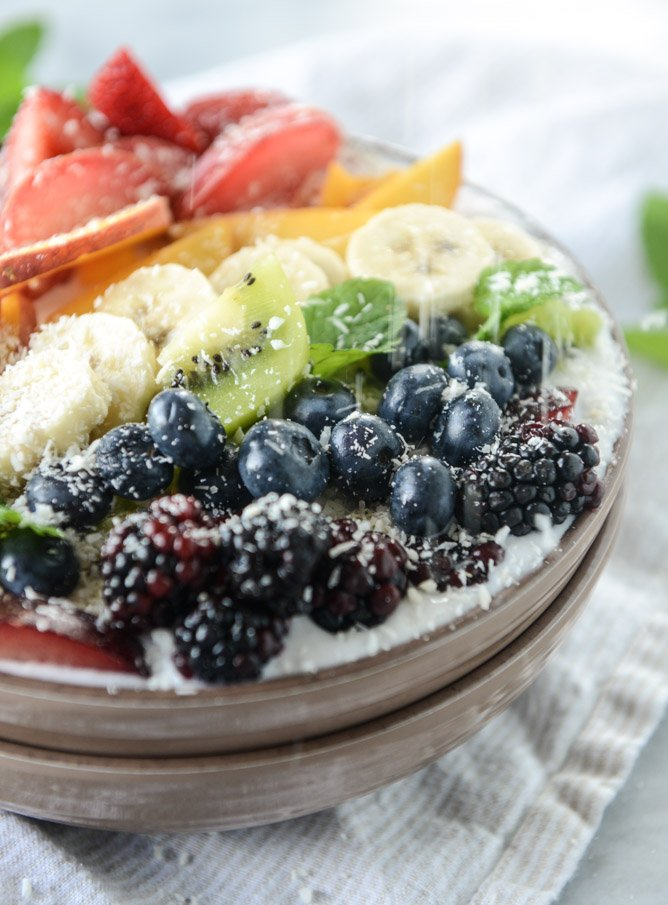 rainbow coconut smoothie bowls by @howsweeteats I howsweeteats.com