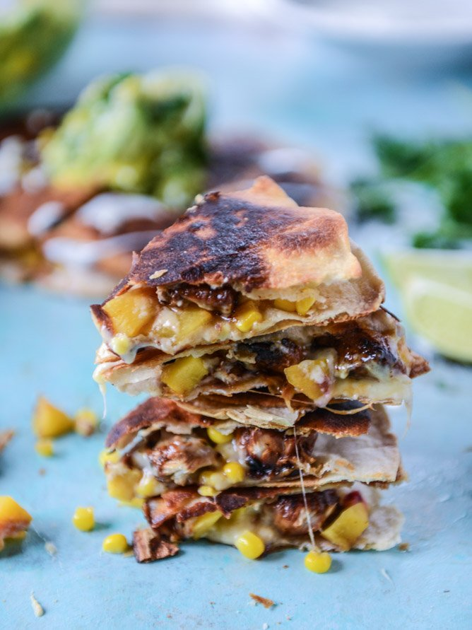 honey glazed chicken quesadillas with peach guacamole by @howsweeteats (in partnership with pernod classic) I howsweeteats.com