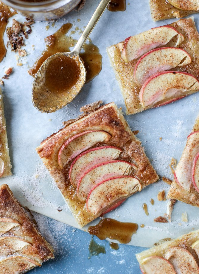 cinnamon sugar apple pie puff pastry I howsweeteats.com