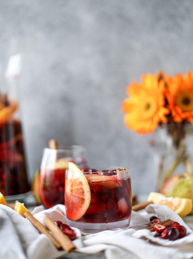 cranberry chai sangria I howsweeteats.com