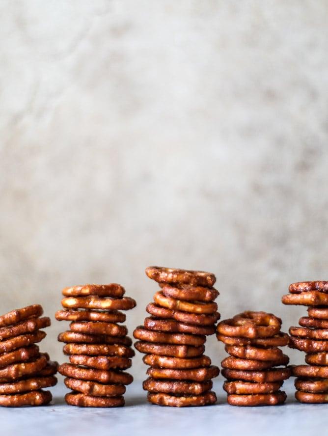 smoky vanilla bourbon pretzels I howsweeteats.com