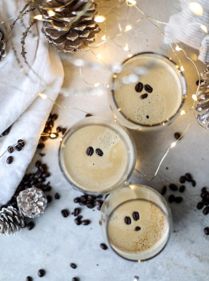 3 ingredient espresso martinis I howsweeteats.com