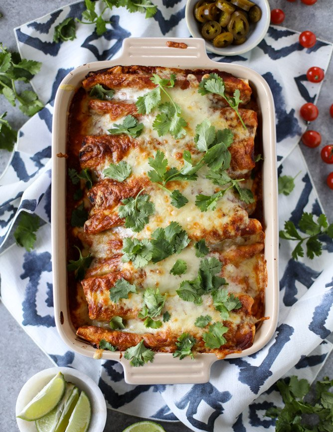 cheesy pork enchiladas with 10 minutes smoky enchilada sauce I howsweeteats.com