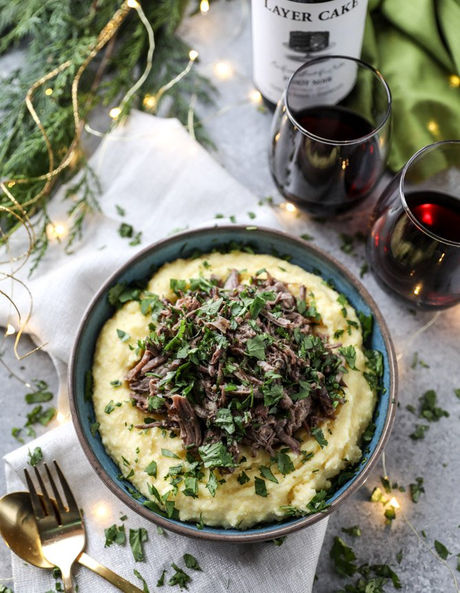 slow cooker cabernet beef short ribs with mascarpone polenta I howsweeteats.com