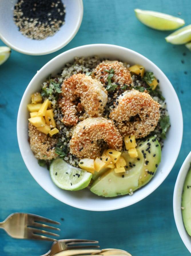 sesame crusted shrimp and mango quinoa bowls I howsweeteats.com