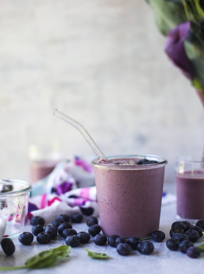 pink dragonfruit + blueberry smoothie I howsweeteats.com