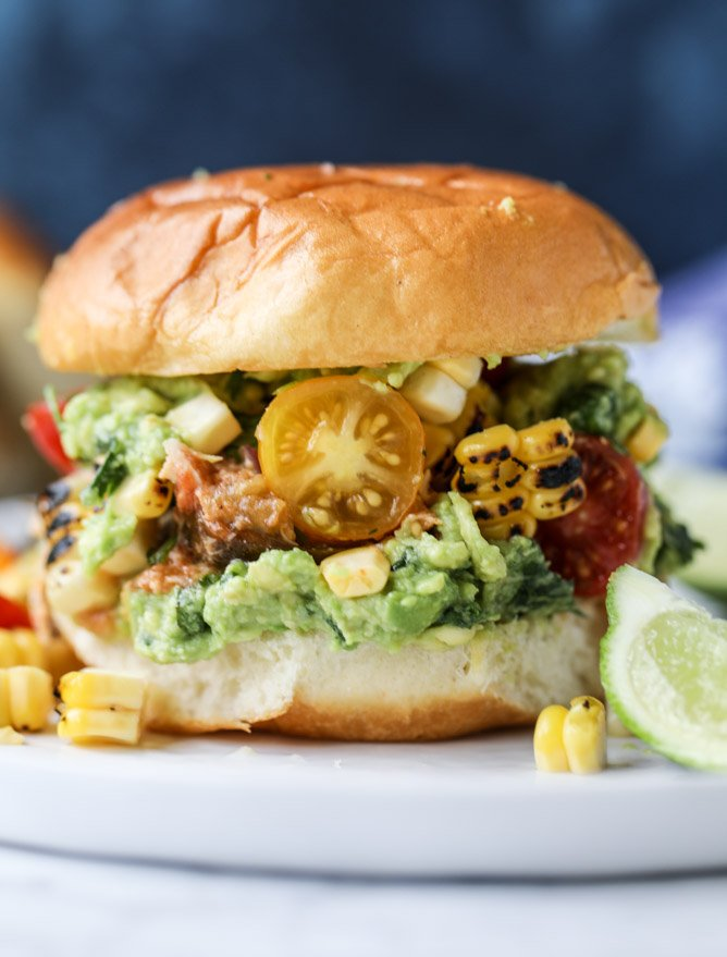 pulled chicken guacamole sliders with grilled corn pico I howsweeteats.com