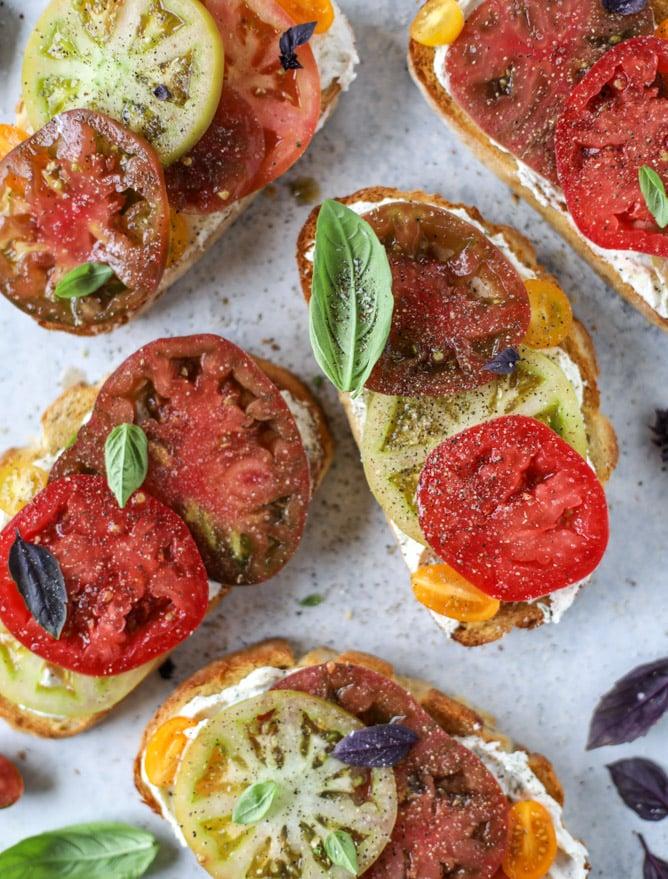 heirloom tomato garlic toast with basil whipped feta I howsweeteats.com