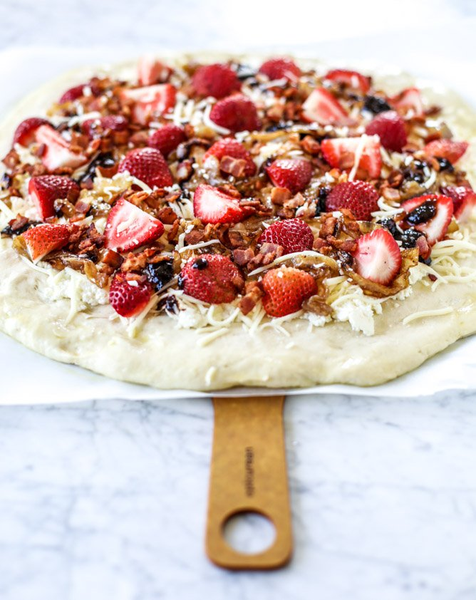 strawberry pizza I howsweeteats.com