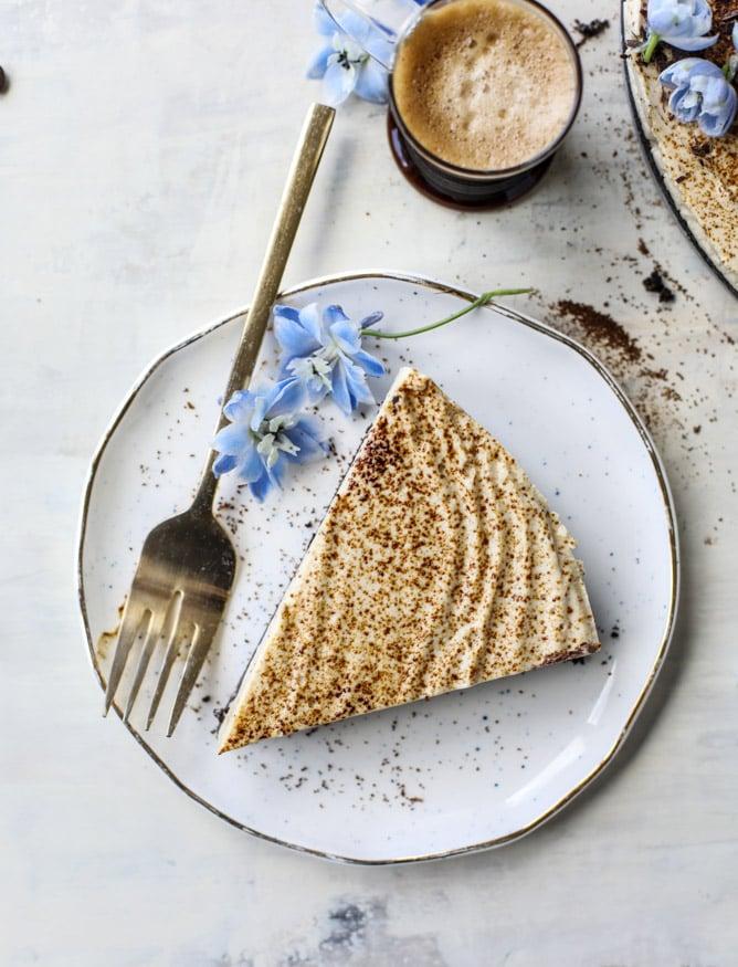 no bake greek yogurt cheesecake I howsweeteats.com