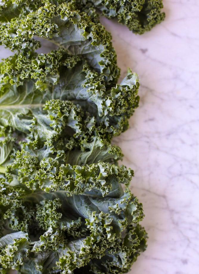 grilled kale avocado salad I howsweeteats.com