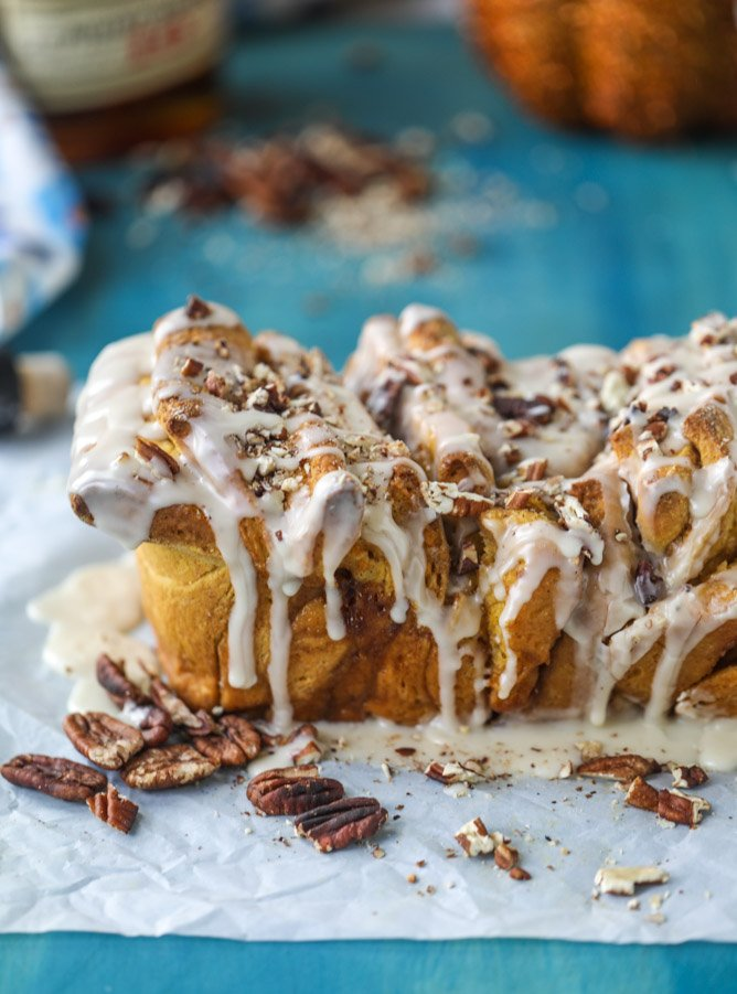 pumpkin, bourbon cream and toasted pecan pull apart bread I howsweeteats.com #pumpkin #bread #breakfast