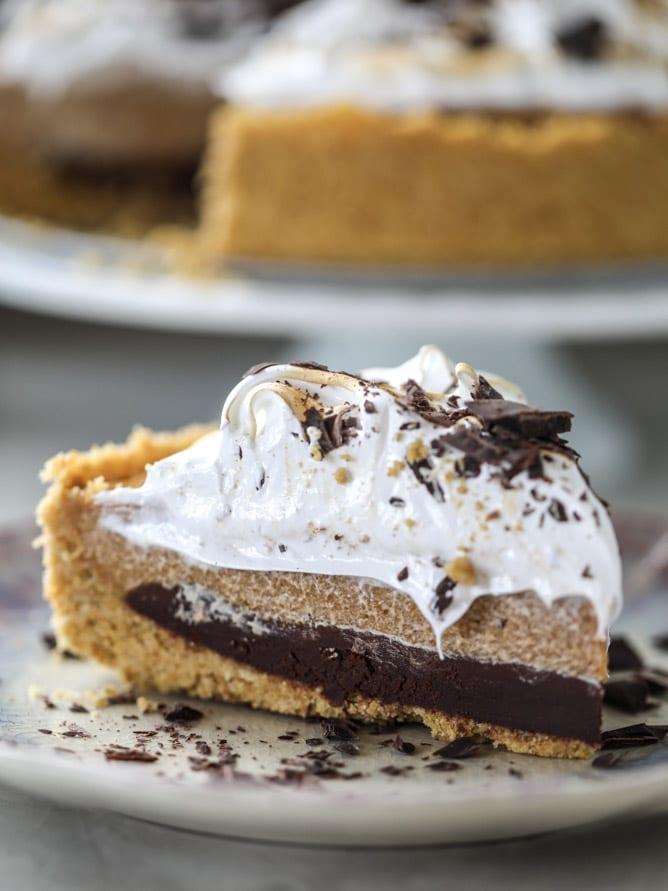 chocolate pumpkin pie with marshmallow I howsweeteats.com #thanksgiving #pumpkin #pie