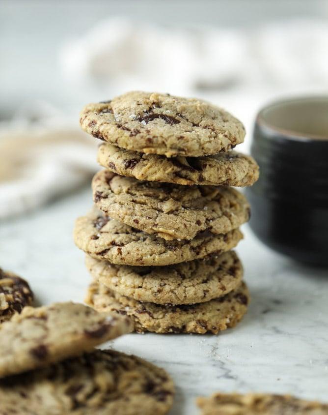 salted dark chocolate chunk cookies I howsweeteats.com
