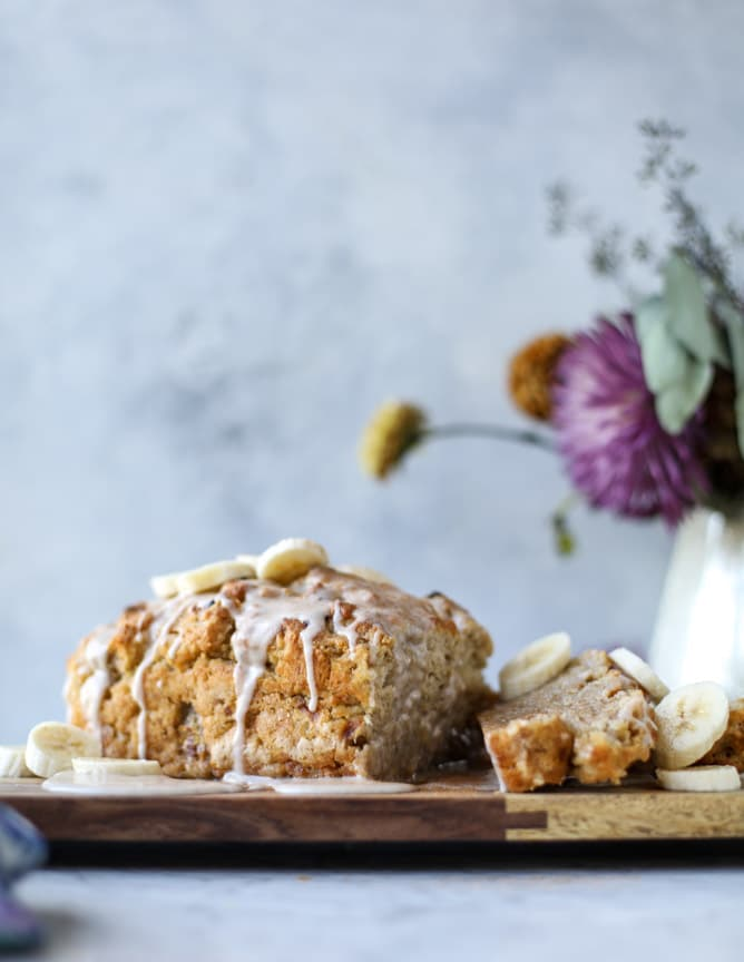banana beer bread with brown butter glaze I howsweeteats.com