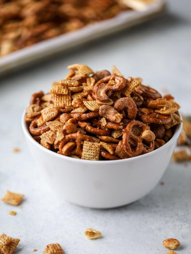 chipotle caramel chex mix recipe I howsweeteats.com #chexmix #snackmix #holidays #christmas