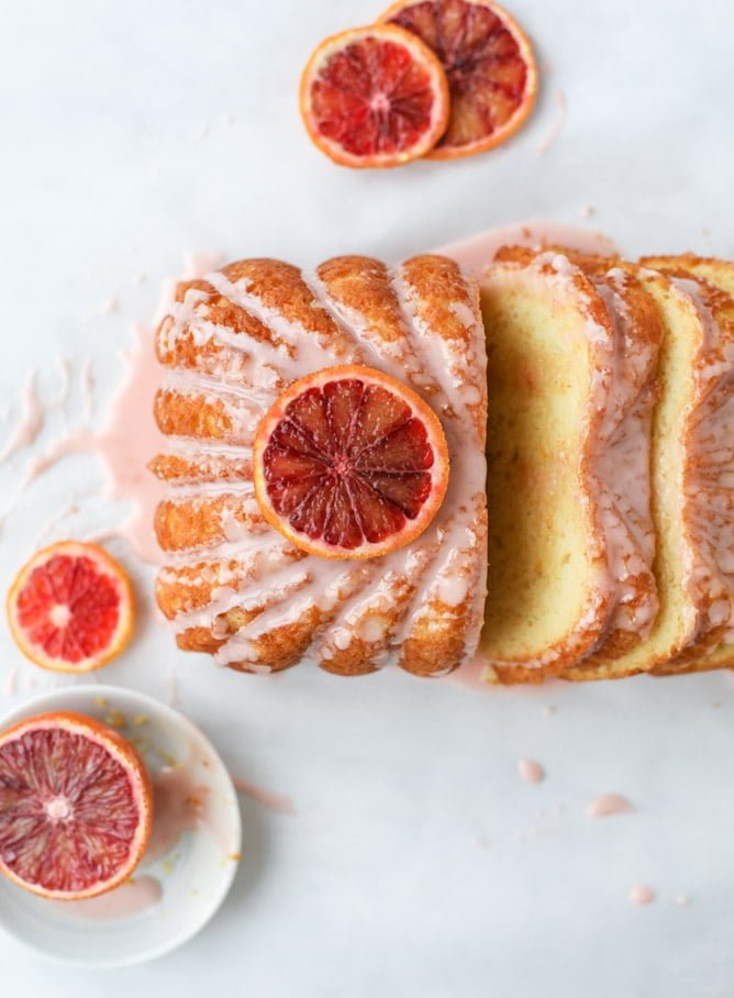 blood orange yogurt cake I howsweeteats.com #bloodorange #greekyogurt #yogurt #loafcake #cake #citrus