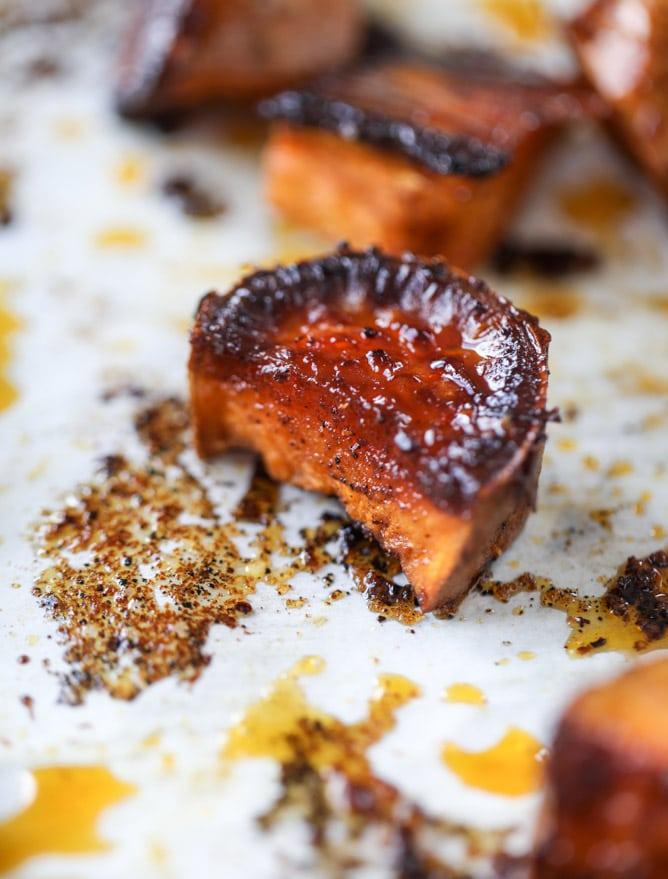 chipotle caramel sweet potato burrito bowls I howsweeteats.com #burritobowls #vegetarian #quinoa #sweetpotatoes