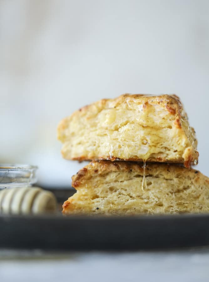 honey cheddar black pepper scones I howsweeteats.com #scones #honey #cheddar #blackpepper