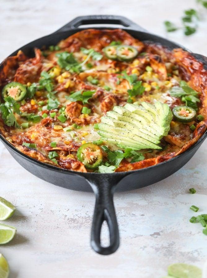 smoky chicken enchilada skillet I howsweeteats.com #chicken #enchilada #skillet #beans
