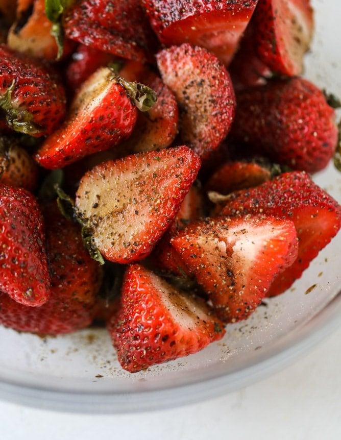 black pepper balsamic strawberry pasta salad I howsweeteats.com #strawberry #pasta #salad #spinach #goatcheese