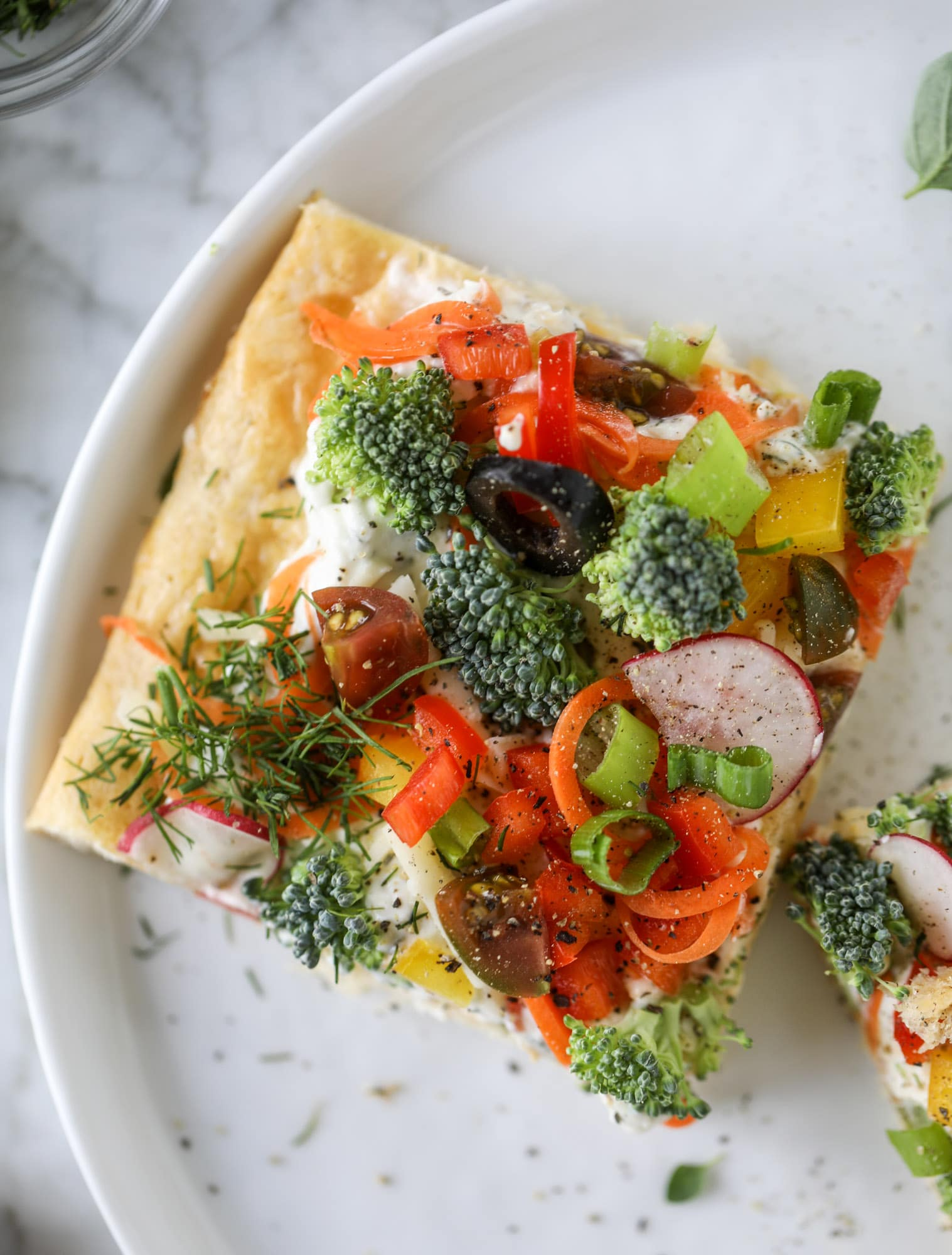 My mom's classic appetizer, the old school veggie pizza, is perfect for summer parties both indoor and out! A flaky pastry crust, a flavorful mascarpone greek yogurt base and tons of fresh chopped vegetables on top. It's a winning combination! I howsweeteats.com #veggie #pizza #appetizer #summer #crescentrolls #greekyogurt