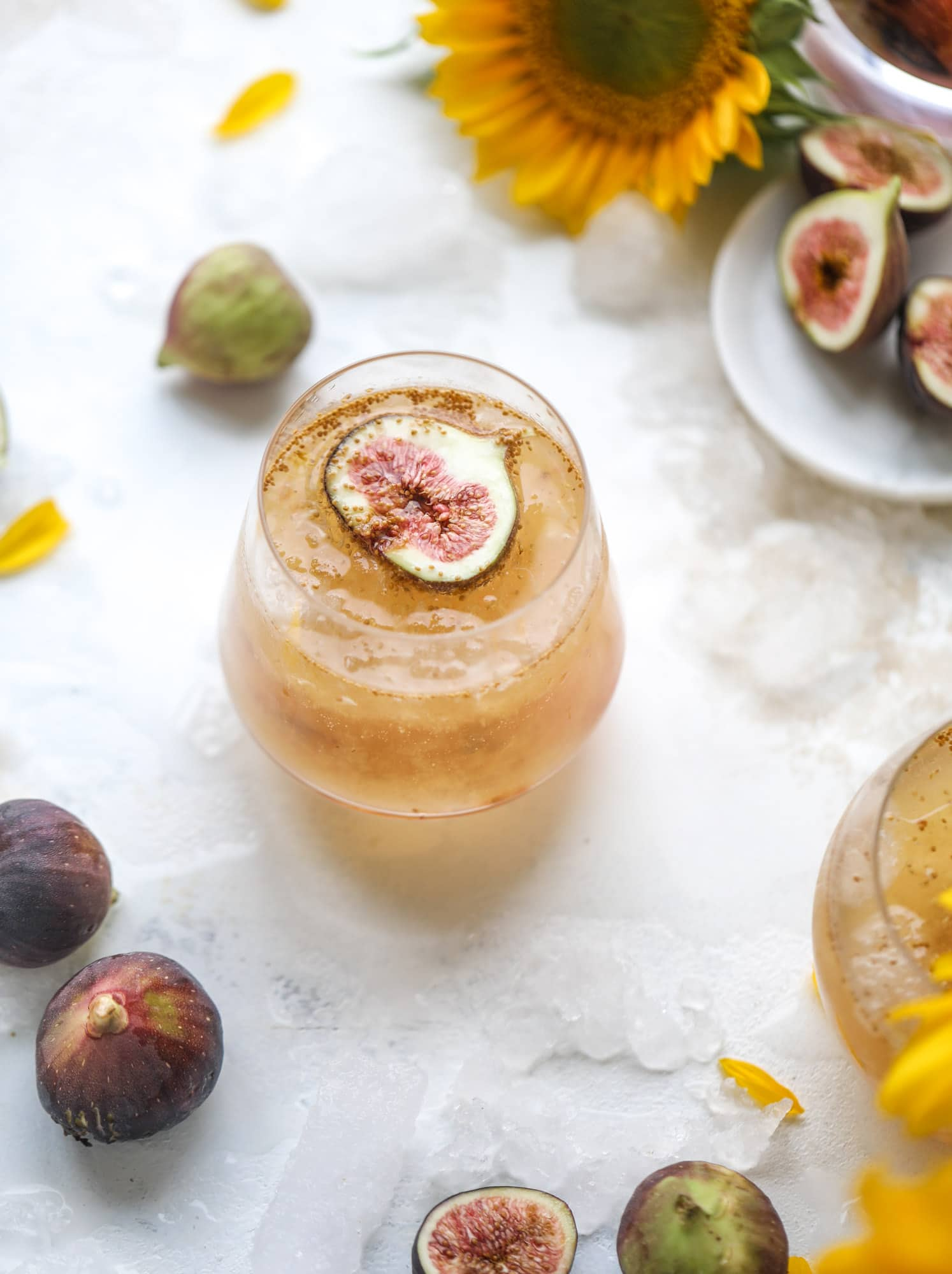 This new fig cocktail is so delicious and perfect for your fresh juicy figs! Muddle the fresh figs with brown sugar and a touch of lemon, then add them to a glass with crushed ice and pour some bubbly on top. I love Prosecco, but you can use a sweeter bubbly too! I howsweeteats.com #fig #cocktail #brown #sugar #prosecco