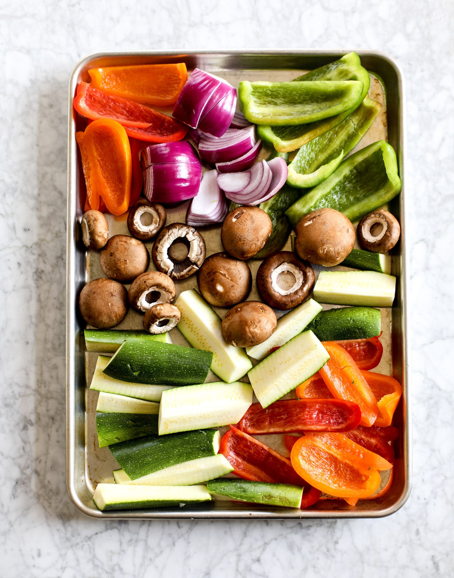 These are the best grilled vegetables ever! You grill your veggies and chop them into the perfect bite, then drizzle them with a fabulous fresh basil vinaigrette. Delish! It doesn't end there; serve these with grilled garlic toast and everyone will freak! I howsweeteats.com #best #grilled #vegetables #veggies #basil #bread