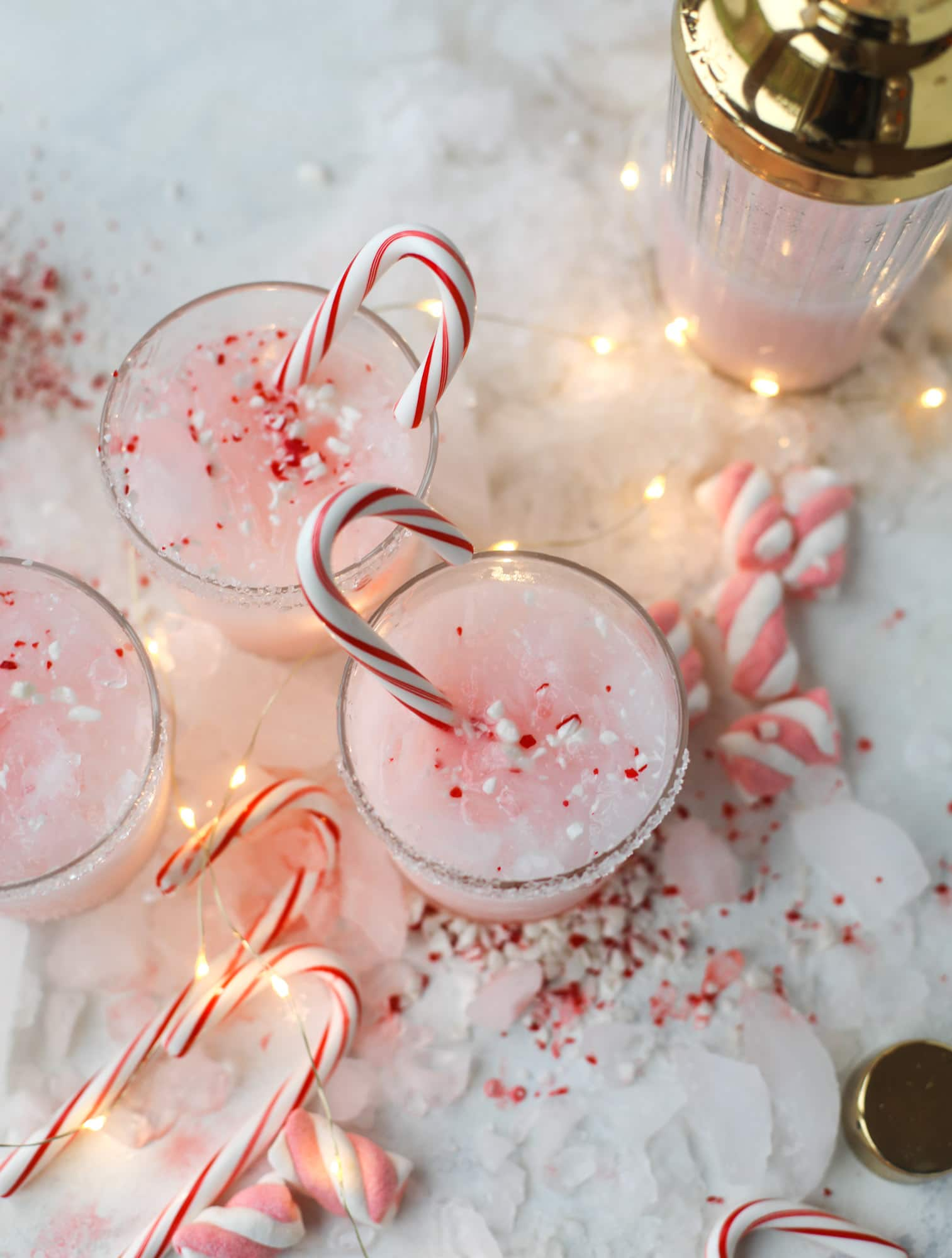 This pink peppermint cocktail is full of holiday cheer! Candy cane vodka, creme de cacao, vanilla and a drop of cream come together to create the perfect iced holiday drink that tastes like a treat! I howsweeteats.com #pinkpeppermint #cocktail