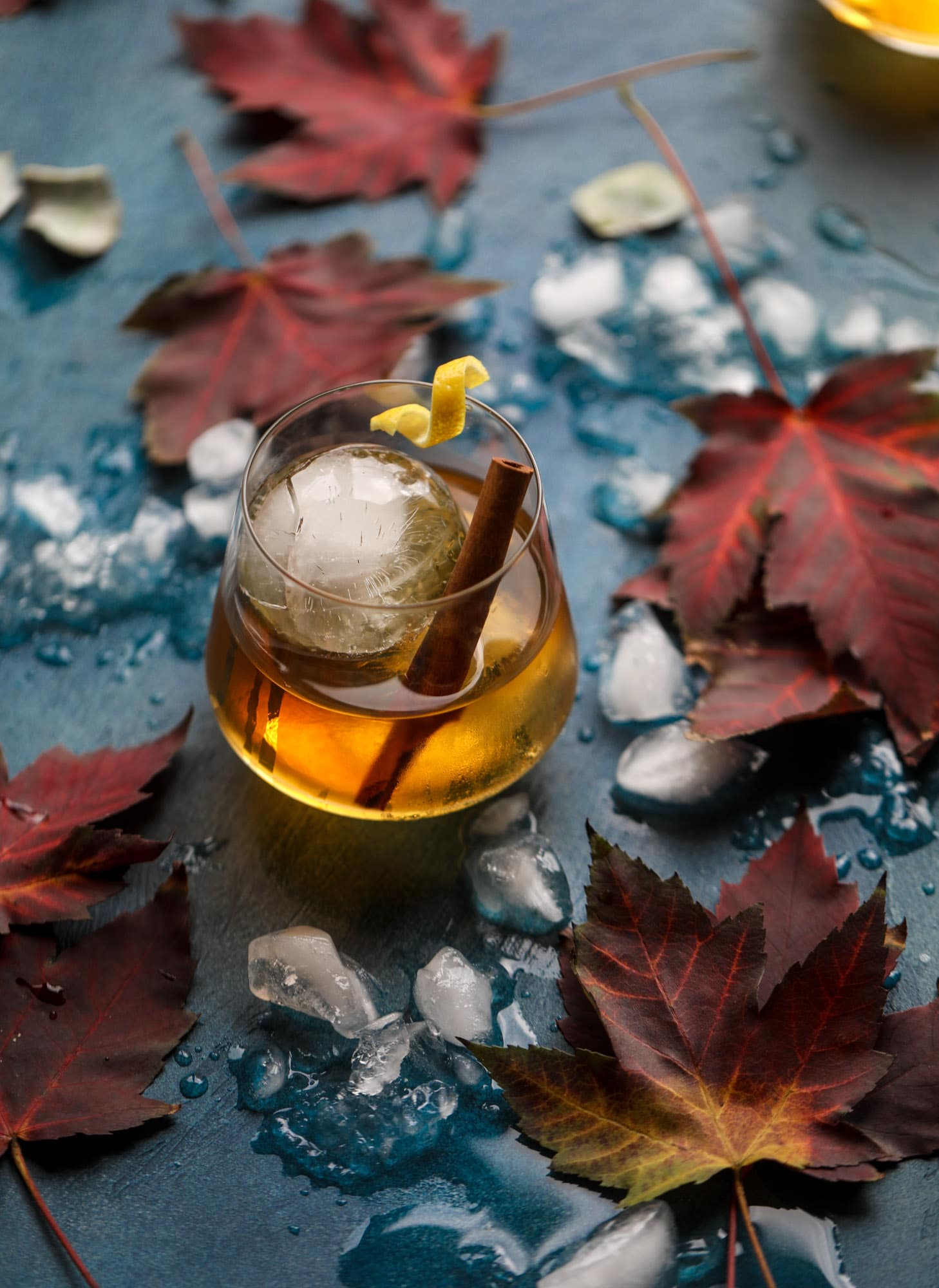 This smoked maple old fashioned cocktail is the perfect smoky drink for fall and winter. It's warming and filled with amazing flavor, using smoked maple bourbon and pure maple syrup. Delicious! I #maple #oldfashioned