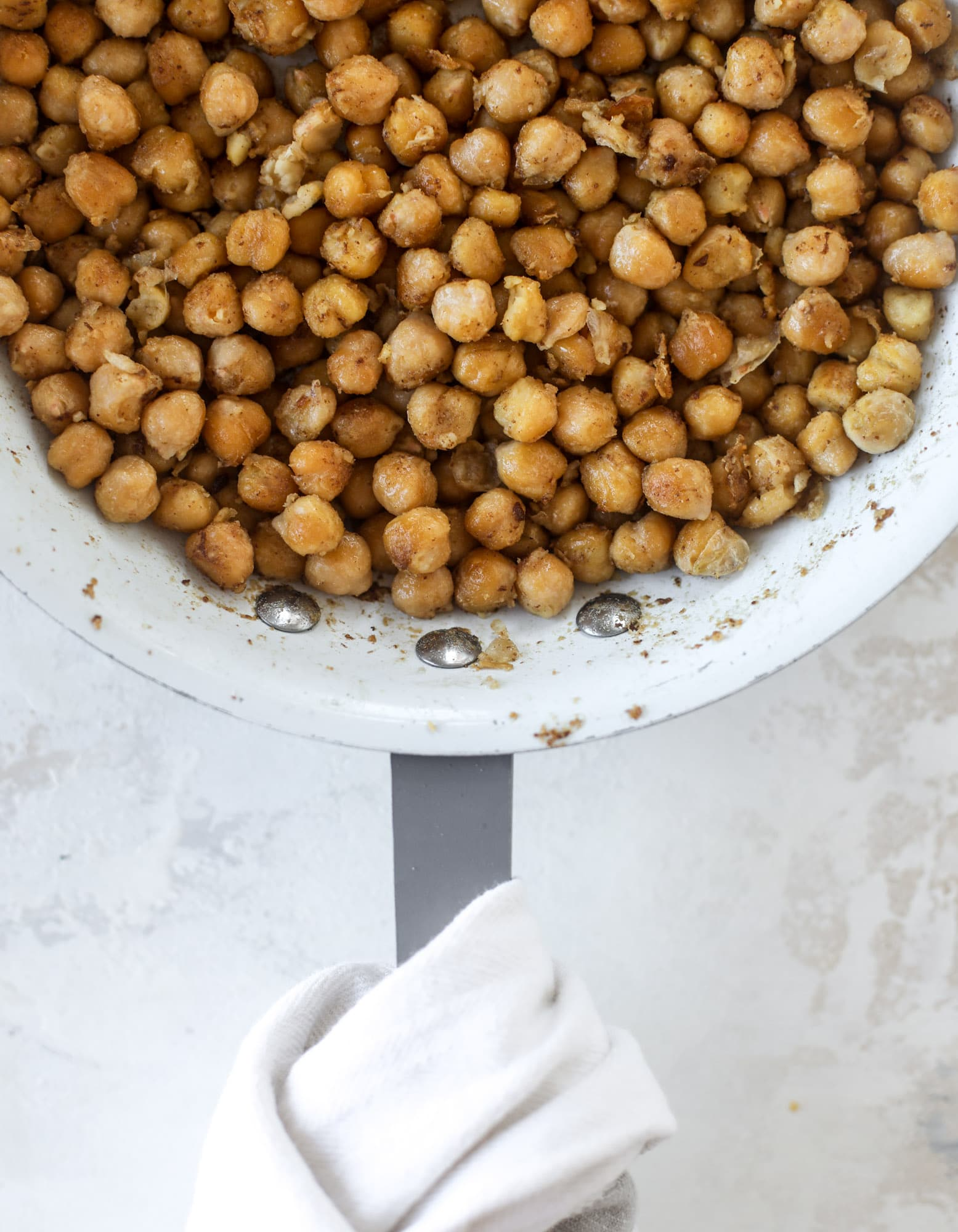 The chickpea bacon ranch salad has a ton of crispy, crunchy texture and flavor. It's satisfying and super easy to prep ahead of time too! I howsweeteats.com #chickpea #salad