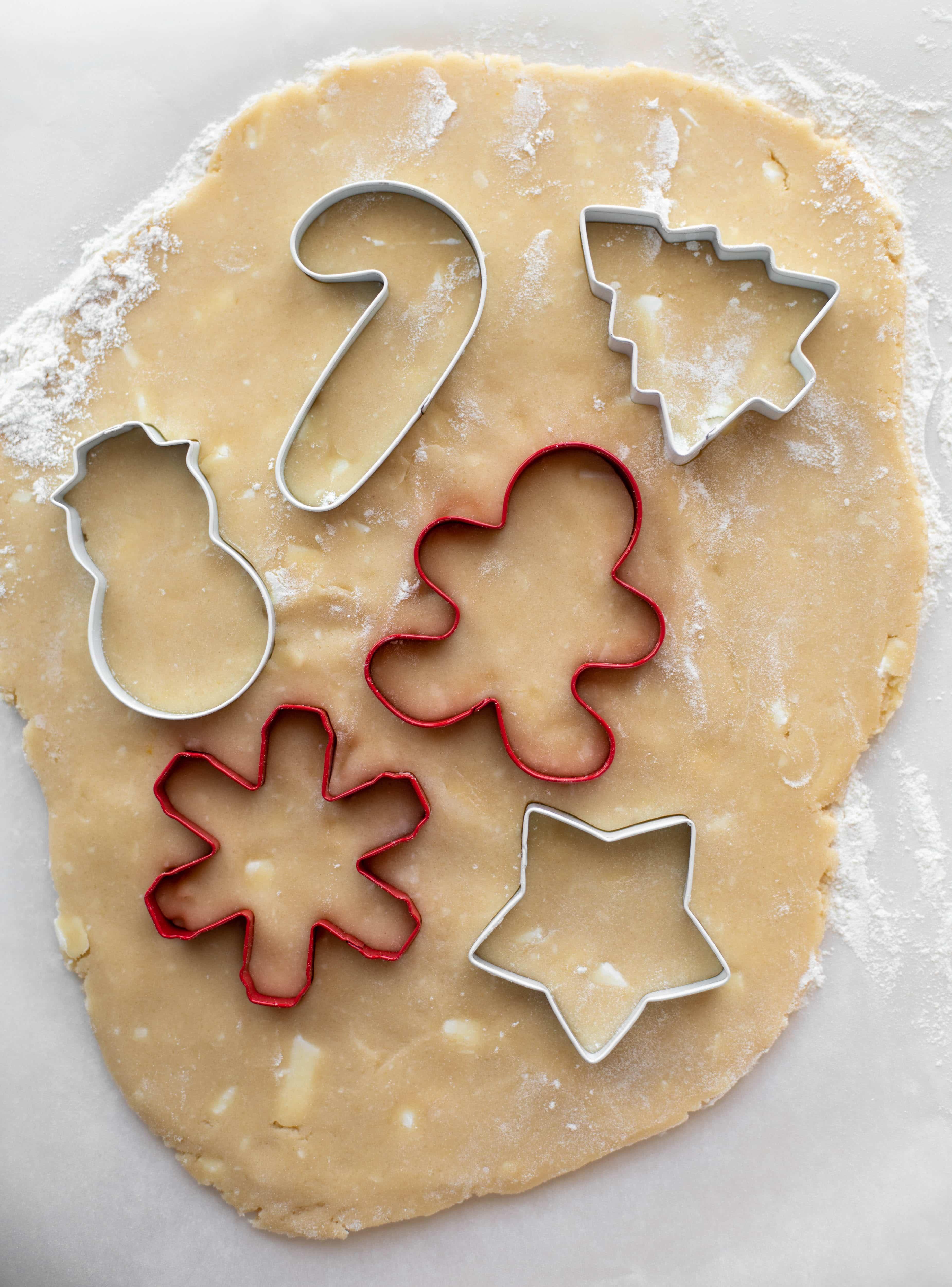Las galletas de azúcar de menta rosa son galletas clásicas de vainilla cubiertas con glaseado de queso crema de menta. ¡Son deliciosos!