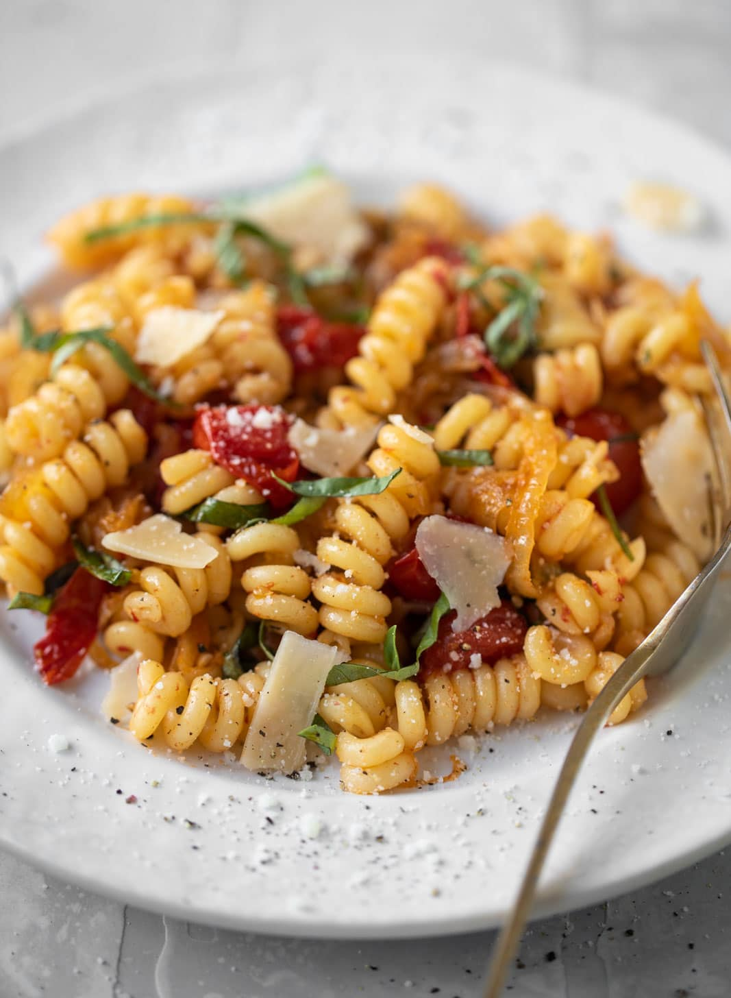 caramelized onion tomato pasta with basil and parmesan
