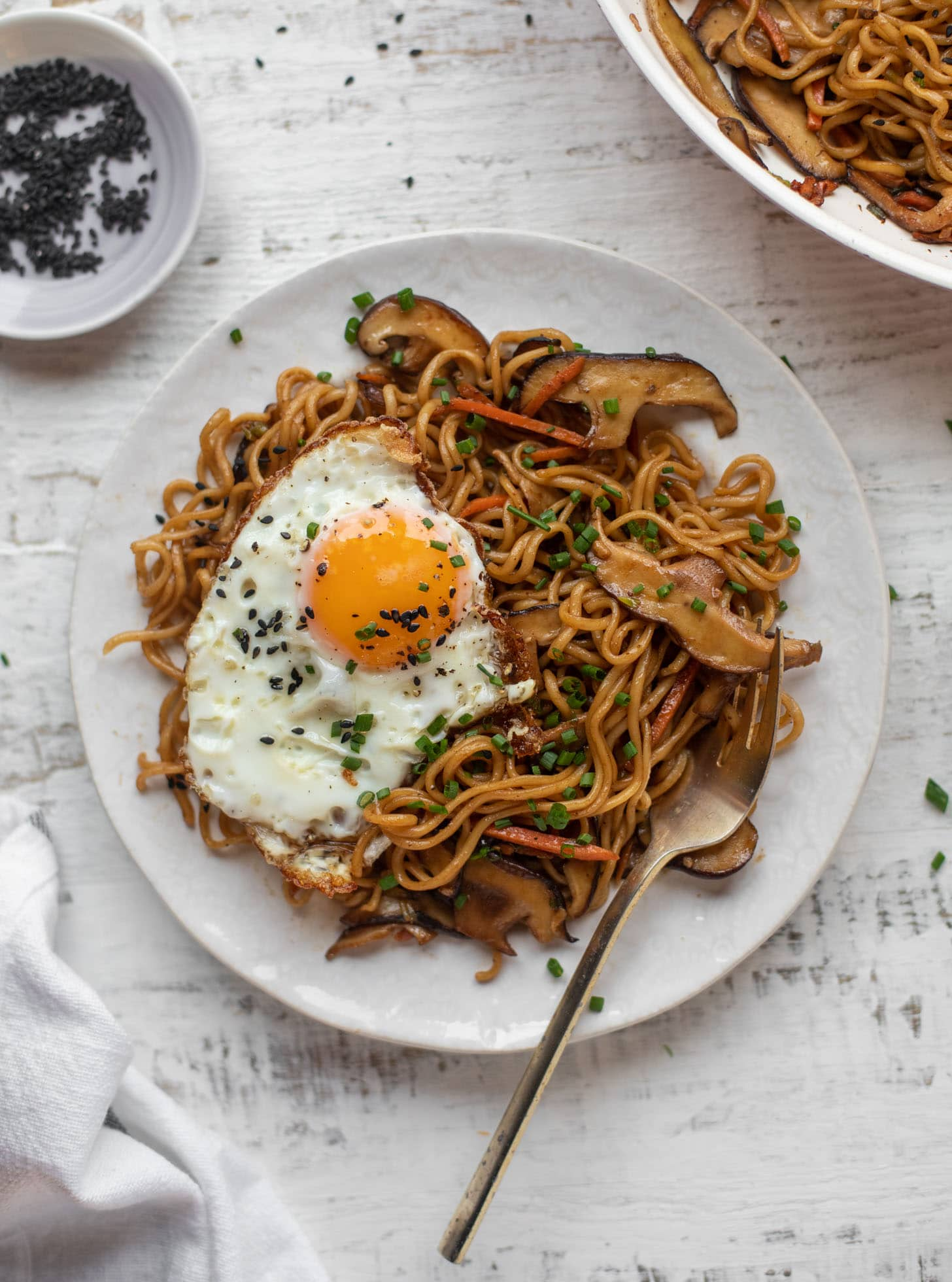 20 minute ramen noodles with sesame fried eggs